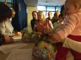 И всем деткам - сладкие подарки!